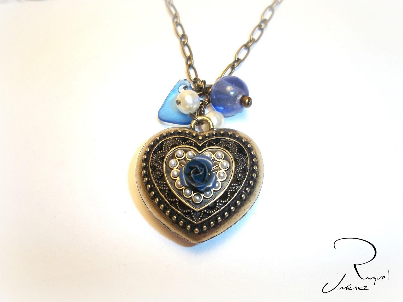 corazón con rosa azul