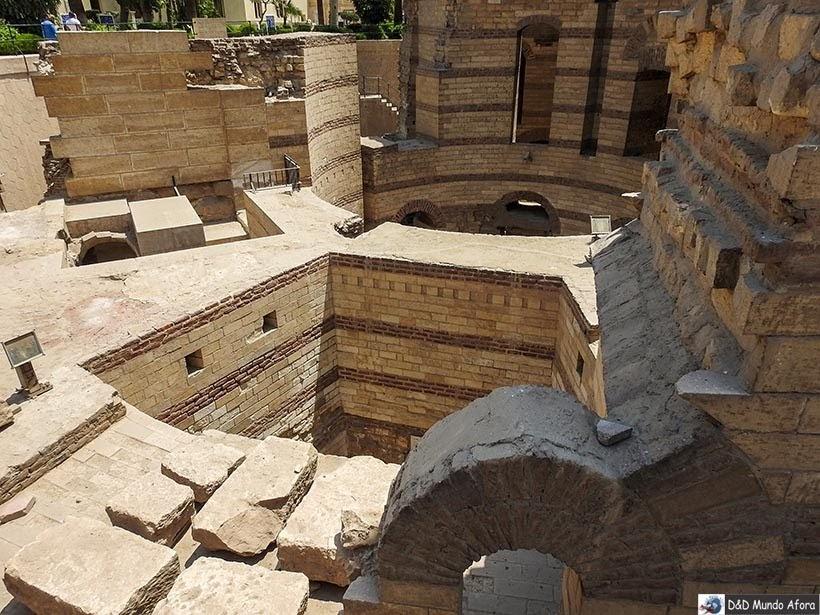 Ruínas da Fortaleza da Babilônia no Cairo Copta