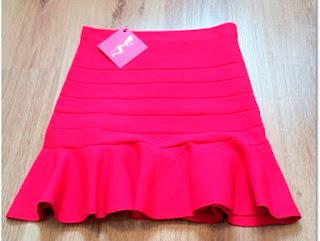 modelo de mini saia de elástico rosa