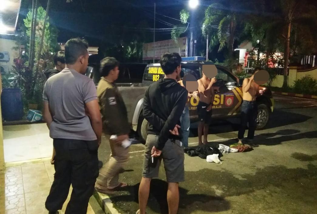 Sedang Asyik Isap Lem, 3 Pemuda Asal Bittuang Ini Diciduk Polisi