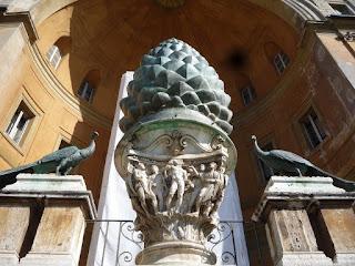 Pátio da PInha, Museus Vaticanos, guia de Roma em português