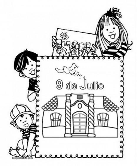 Niños con un cartel recordando el 9 de julio