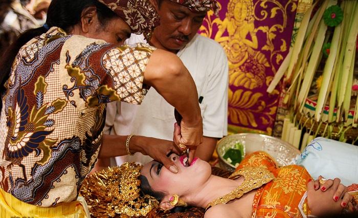 Rituais estranhos de Casamento de todo o Mundo