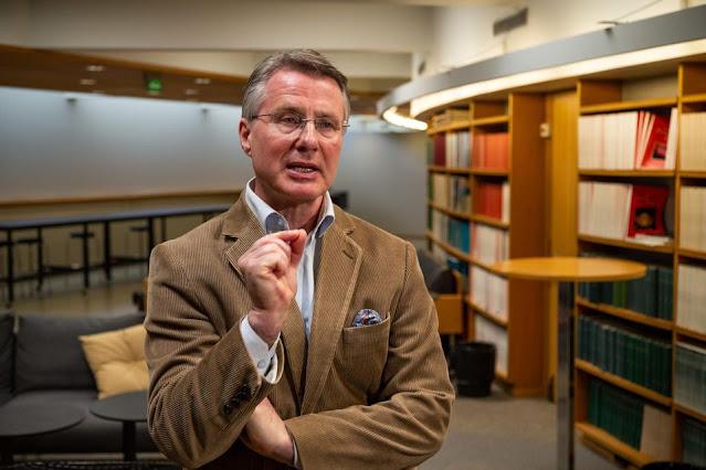 Professor of virology Kalle Saksela at the University of Helsinki