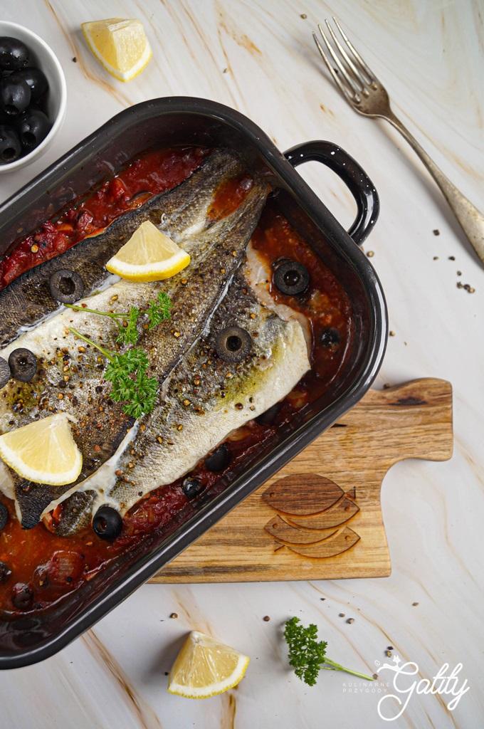 ryba-w-pomidorach-z-cytryna