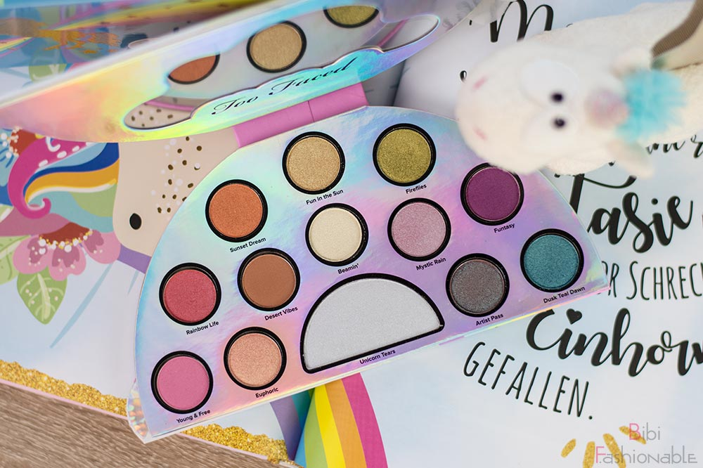 Too Faced Life's a Festival Ethereal Eye Shadow Highlighter Palette offen Flatlay