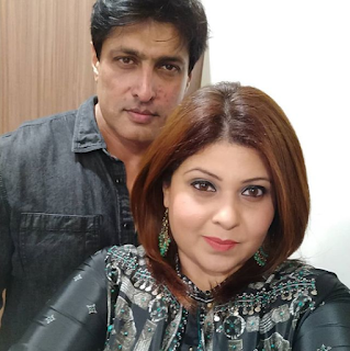 Foto Salil Ankola dengan Istrinya Ria