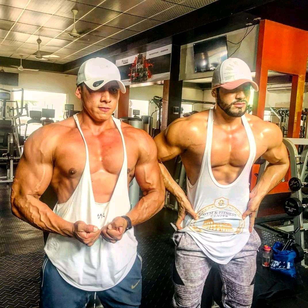 macho en el gym