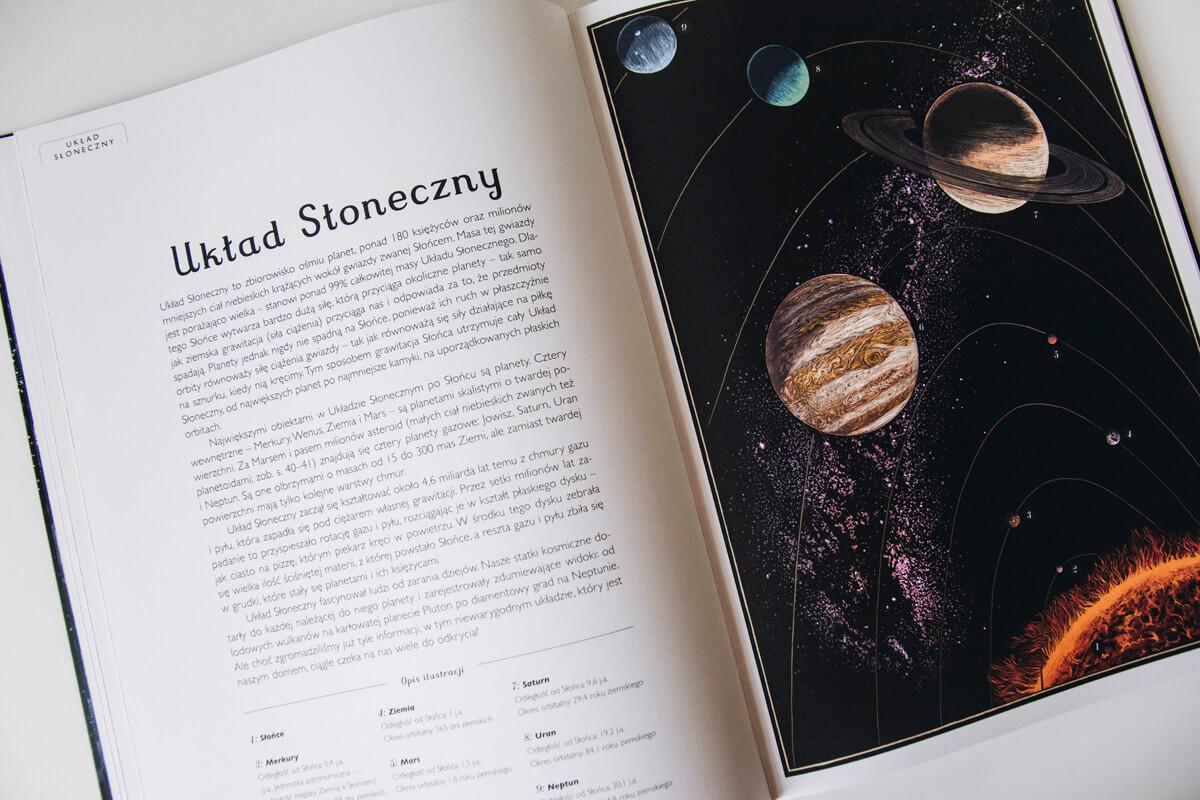 Wnętrze książki o kosmosie dla dzieci Planetarium