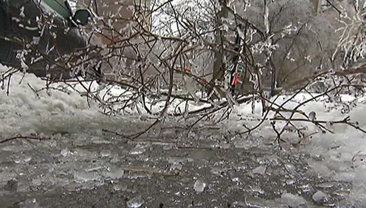 Icy rain in Canada left 41 thousand houses without light