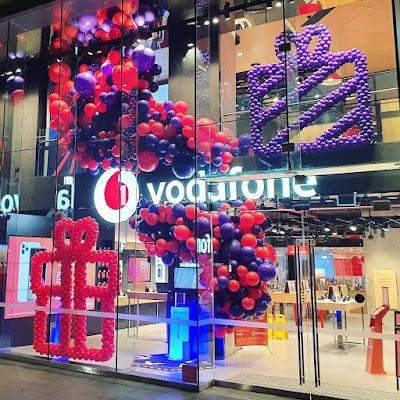 Vodafone - Christmas Product Promotion  Decor by Chris Adamo of The Balloon Crew in Sydney, Australia