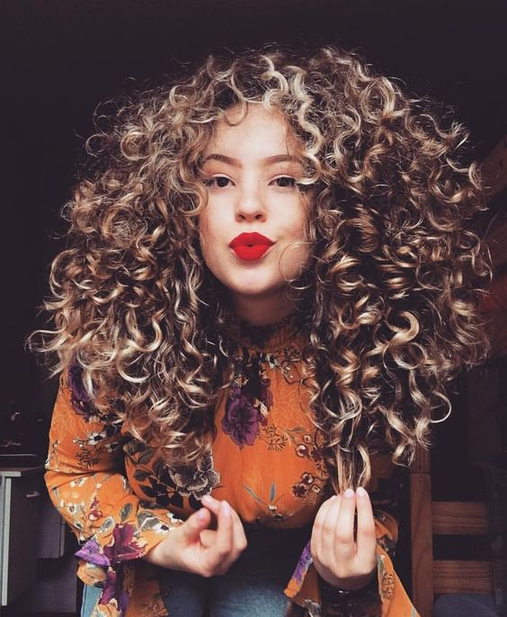 La Moda En Tu Cabello Peinados De Moda Con Rizos Tendencias 2019
