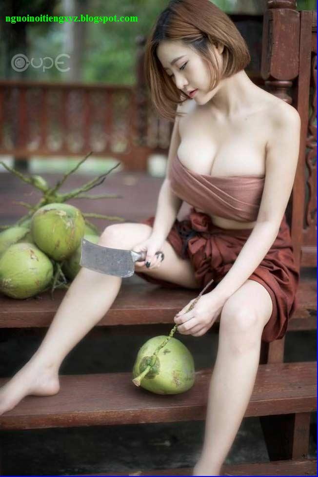 """Thánh nữ bổ dừa"" Thái Lan | Kanokporn Sopontaweesab | Poiily"