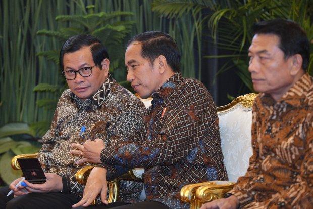 Rocky Gerung Anggap Bola di Kaki Jokowi soal Rencana Kudeta AHY, Moeldoko Ketipu