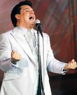 Foto de Juan Gabriel cantando