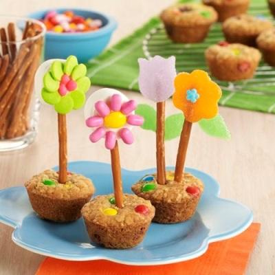 Flower Pot Cookies ini terbuat dari oatmeal.