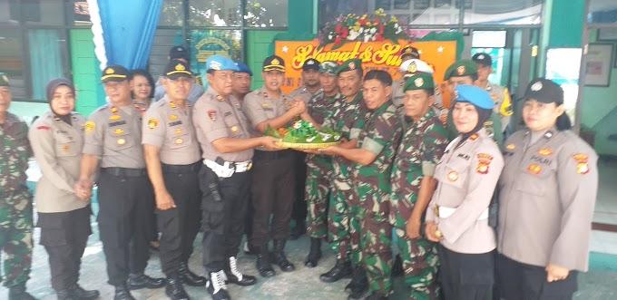 Puluhan Anggota Polsek Geruduk Koramil Sukmajaya