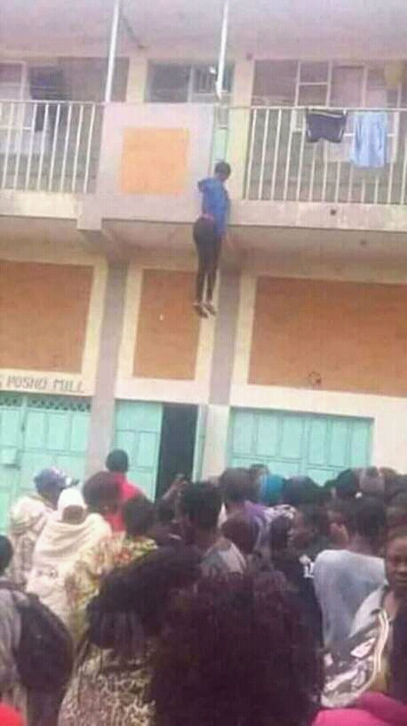 A lady commit suicide because his boyfriend broke up with her