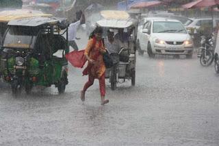 दोपहर बाद बदला मौसम, हुई झमाझम बारिश   #NayaSabera