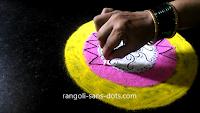 Simple-circular-rangoli-21101ad.jpg