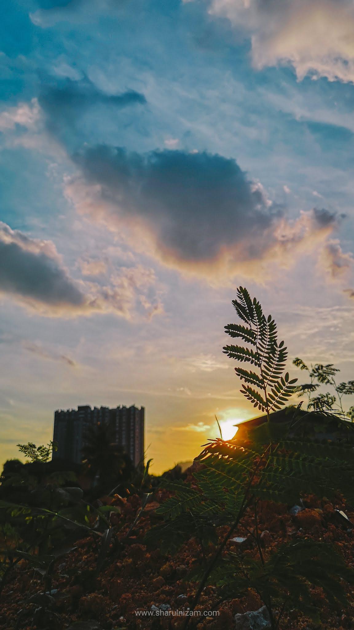 Rindu Pada Jingga Matahari Terbenam