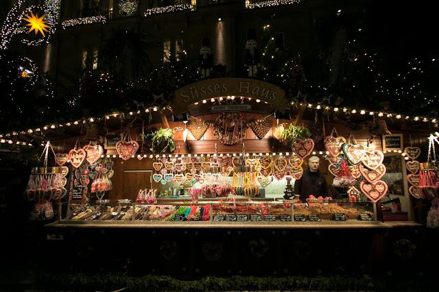 Bancarella al Dresdner Striezelmarkt-Mercatino di Natale all'Altmarkt-Dresda