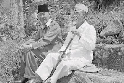 Potret Presiden Soekarno dan Agus Salim dalam pengasingan