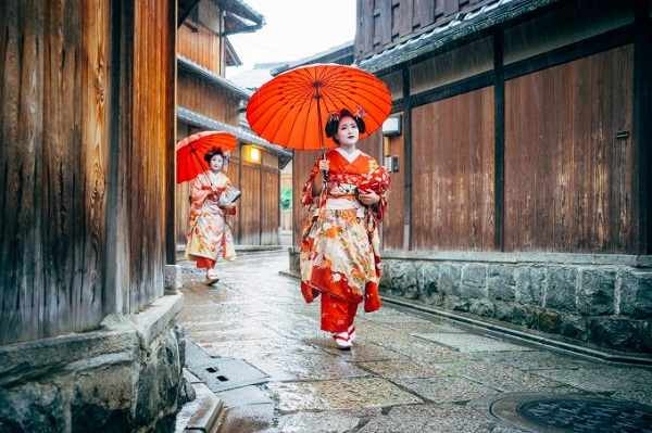 3. Discover the beauty of Japan, between modernity and tradition.