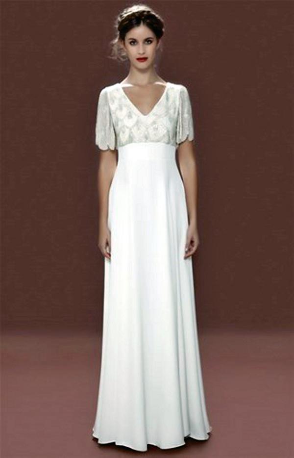 4da929f837071f Sie denken, wenn Sie nicht ganz so groß sind, könnten Sie kein bodenlanges  Kleid tragen? Dann denken Sie nochmal nach: 'Brautkleider im Empire-Stil ...
