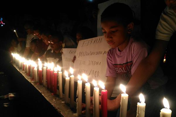 Aksi Solidaritas Seribu Lilin Warga Kota Jayapura Untuk Ahok