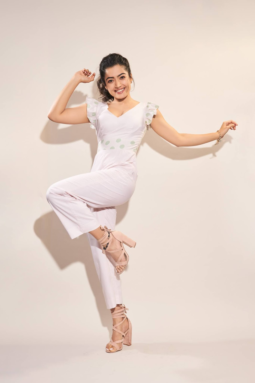 Rashmika Mandanna Stunnign Cute pics in a Playsful Jumpsuit