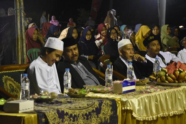 kh Zainul Mu'in Husni,  KH Muhammad Makki,  dan para pemuka agama dan tokoh masyarakat