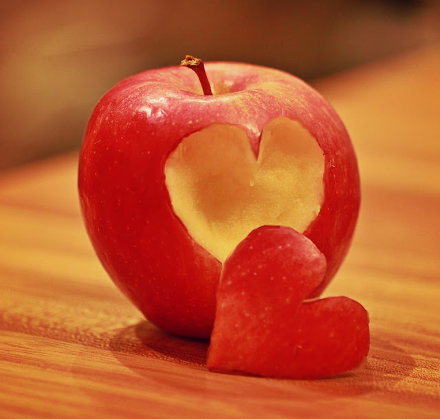 apple for heart health, Benefits Of Apples, Apple nutrition, Health Benefits Of Apples, Apple Benefits, healthy food, healthy eating, foods for skin, Apple Health Benefits,