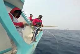 Mancing Ikan Pakai Joran Gomoku Emang Top Sensasinya