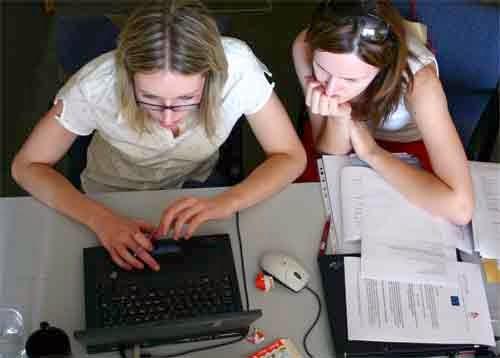 Hábitos posturales correctos e incorrectos en la oficina