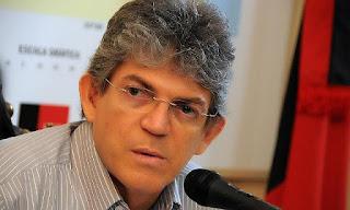 Governador causa 'saia justa' durante discurso em visita à Picuí, entenda