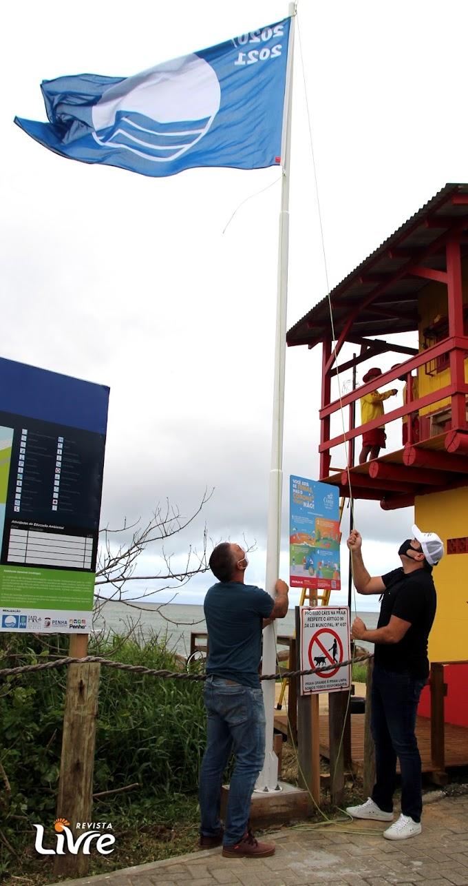 Penha hasteia pela primeira vez a Bandeira Azul na Praia Grande