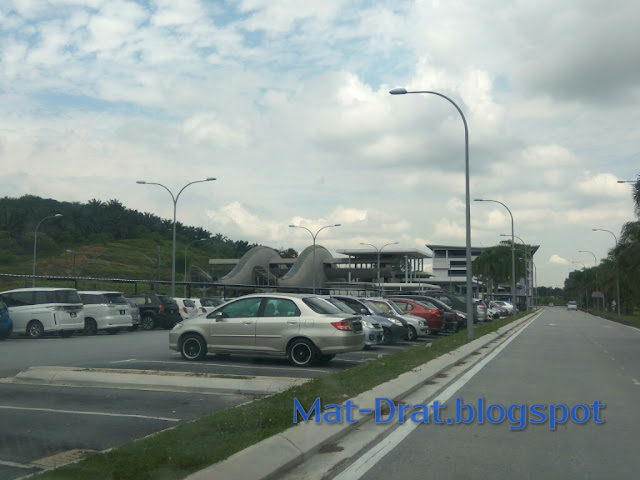 Parking Murah di Park n Ride Salak Tinggi - KLIA Transit Station
