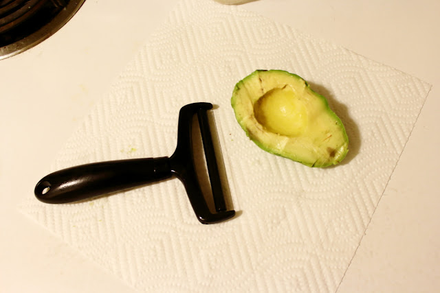 Image of an avocado stored for 2 days that has been cleaned up