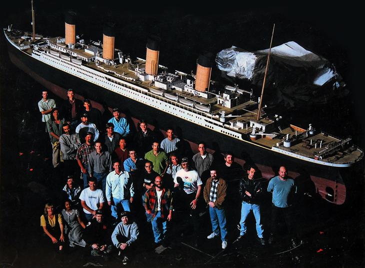 https://1.bp.blogspot.com/-UUrIVHTK8Sk/VZmE8Ti9cfI/AAAAAAAAJj0/HN20XXWRG_A/s1600/titanic_model_scale_1997_cameron.jpg
