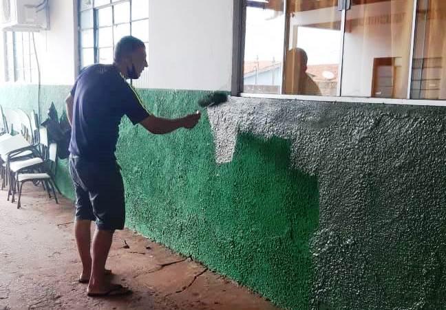Prefeitura realiza reparos na Escola Municipal Quintina Maria