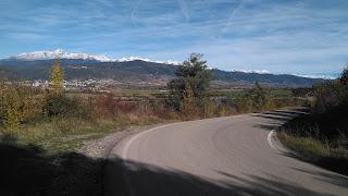 Primeros kilómetros de Oroel con Jaca y Collarada a la izquierda. Al fondo Monte Perdido