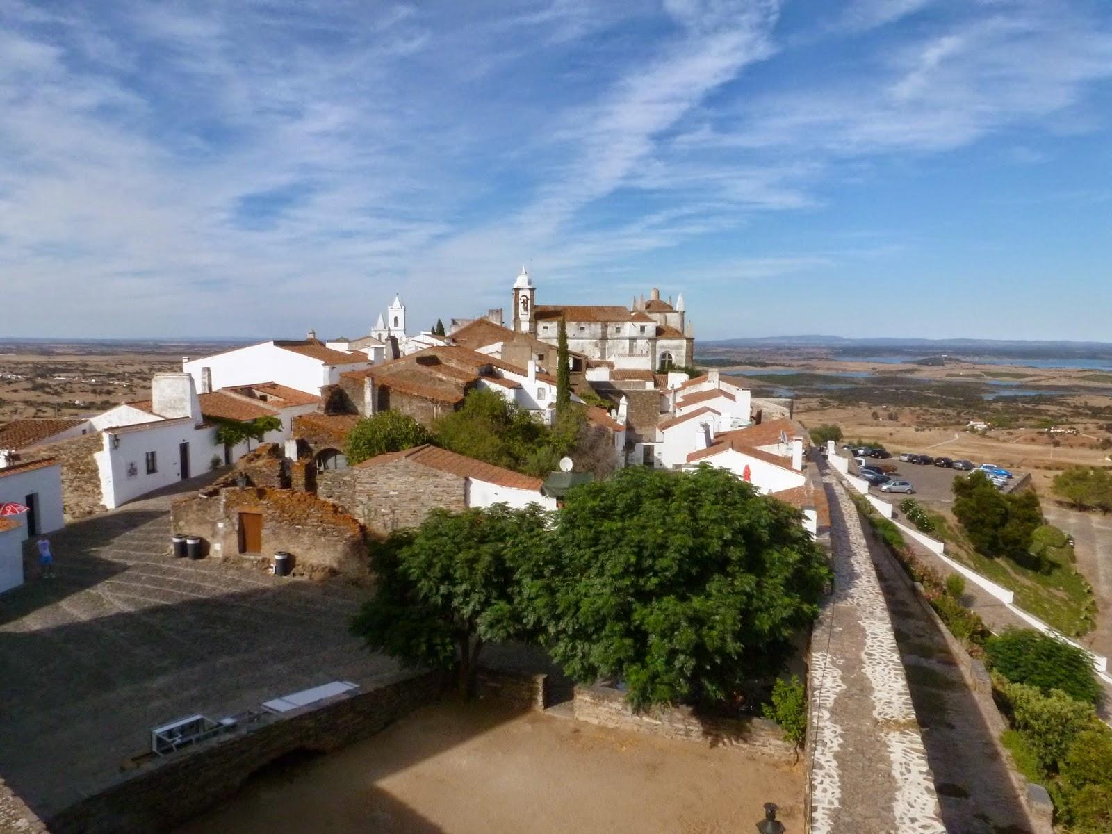 entramos a portugal por la frontera con extremadura y visitamos el alentejo pasando por elvas vora monsaraz beja y finalmente el algarve
