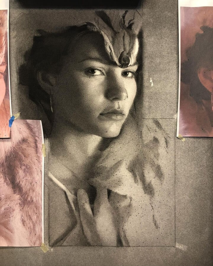 04-Charcoal-Portraits-Annie-Murphy-Robinson-www-designstack-co