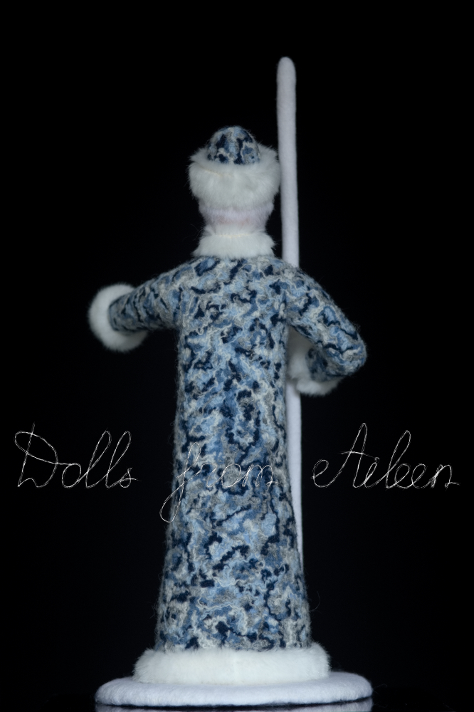 ooak needle felted Ded Moroz doll, view from behind