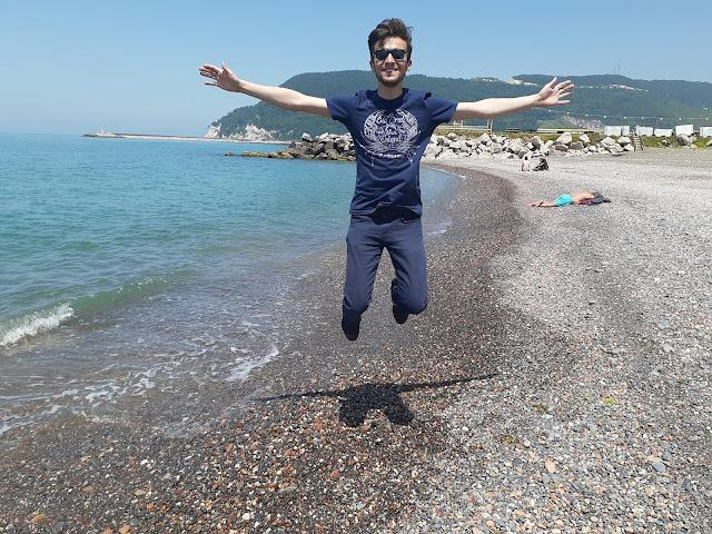 Harun İstenci Kastamonu Cide sahilinde mutluluktan havalara uçuyor!
