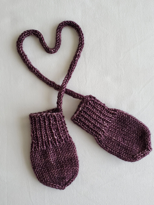 Teeny-tiny Knit Mitts - Free Pattern