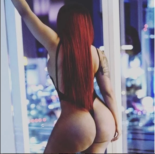 Singer K. Michelle puts her ample derrière on display months after removing implant.