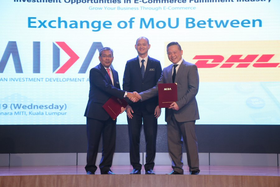 Memorandum of Understanding (MoU) exchange between MIDA and DHL Express