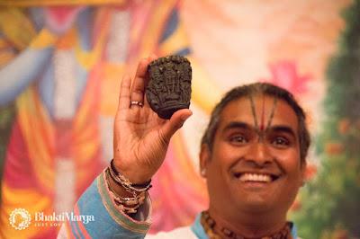 Paramahamsa vishwananda z saligramem